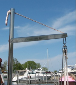 outboard motor lifting crane for sailboat