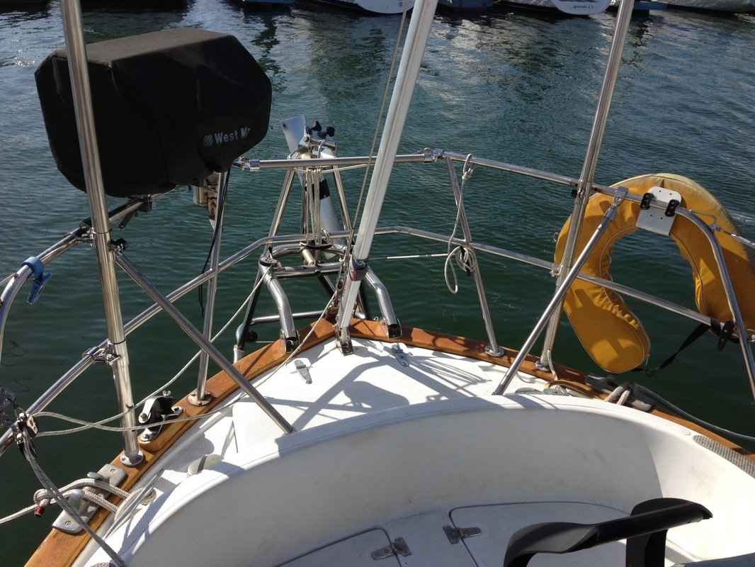 struts added to stern rails on sailboat to increase strength of marine solar panel pole